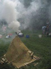 De eerste rookpluim